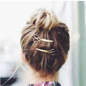 Accessories - ❗️2 FOR $20❗️Scissor Hair Clip